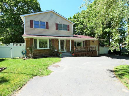 28 Cold Spring Dr, Sound Beach, NY 11789