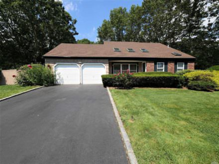 7 Plum Tree Lane. Mount Sinai, NY 11766