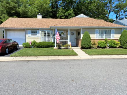 6 Teresa Lane. Oakdale, NY 11769