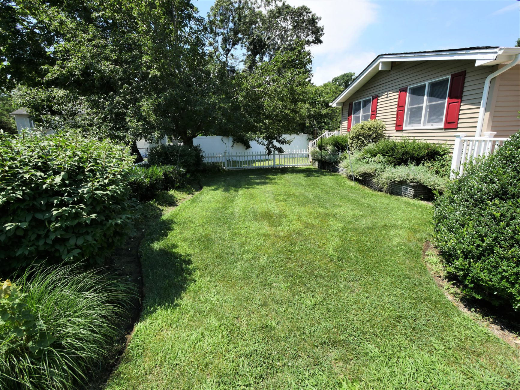 1 S Bicycle Path, Selden, NY 11784