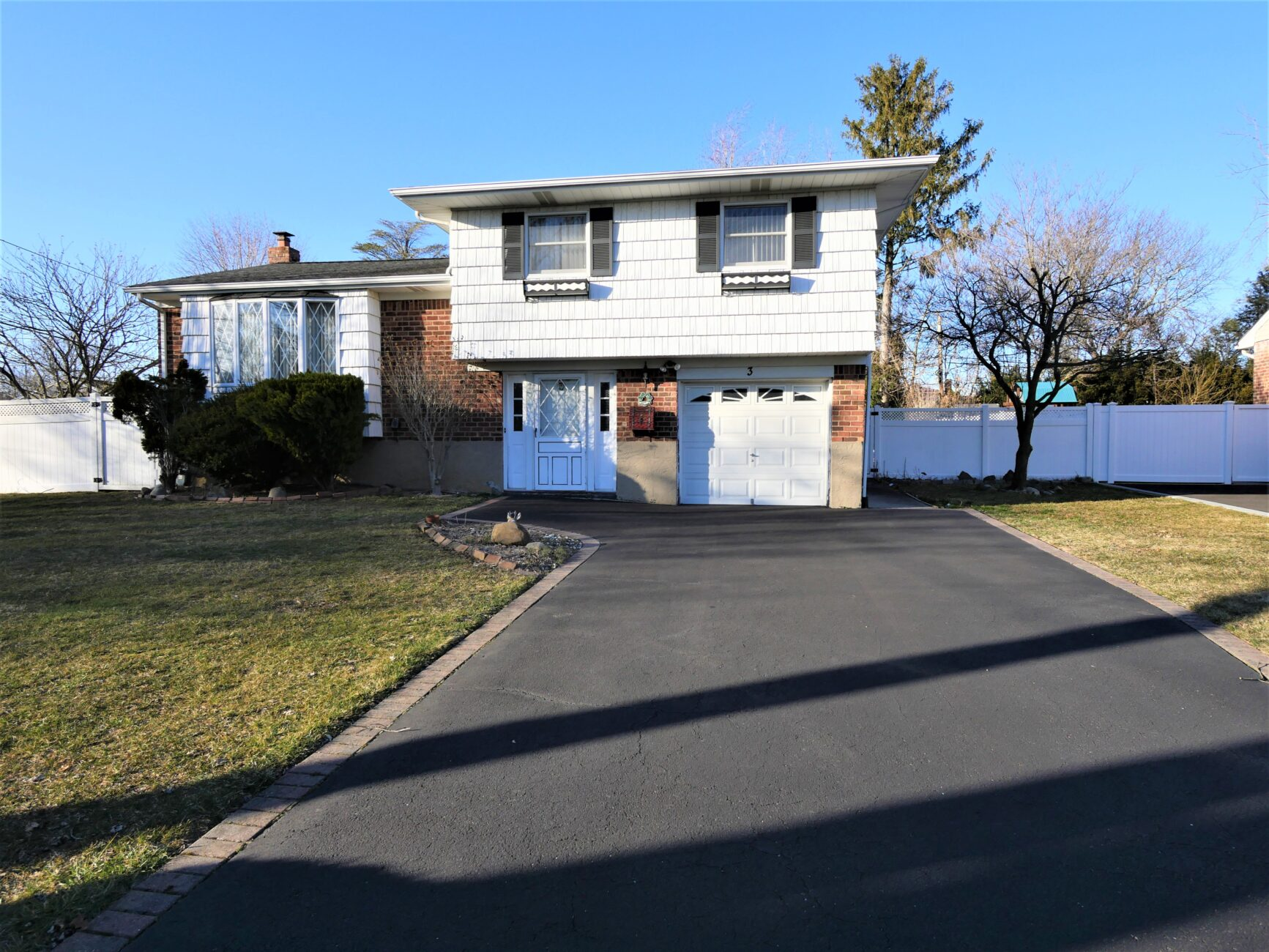 3 Greenfield Lane. Commack, NY 11725