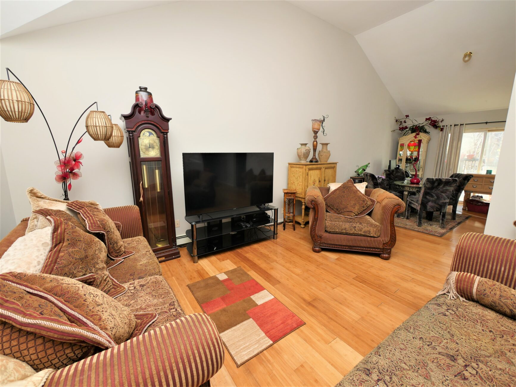 54 Rose Lane. Medford, NY 11763